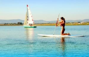 woman-practicing-stand-up-paddle